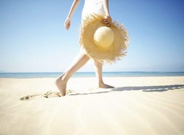 آخرها الاستمتاع.. فوائد لا تُصدَّق للسير على رمال الشاطئ
