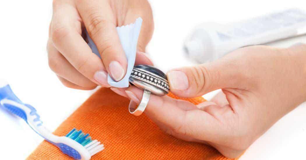 معجون الأسنان.. 7 استخدامات مبتكرة