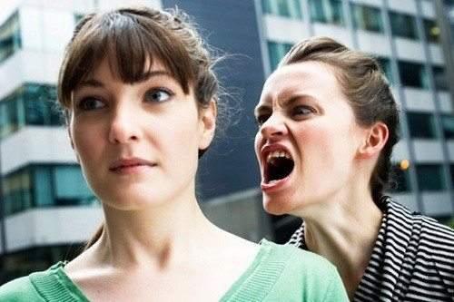 9 علامات تكشف الشخصية الكريهة لكي تحذرها