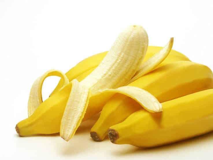 فوائد قشر الموز السحرية على بشرتك