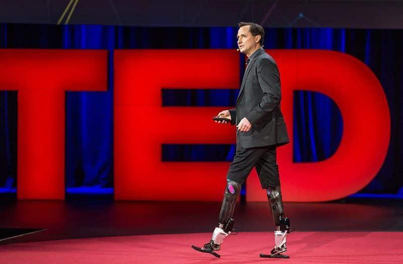 هيو هير.. رجل تعرض لبتر في ساقيه فصنع المستحيل
