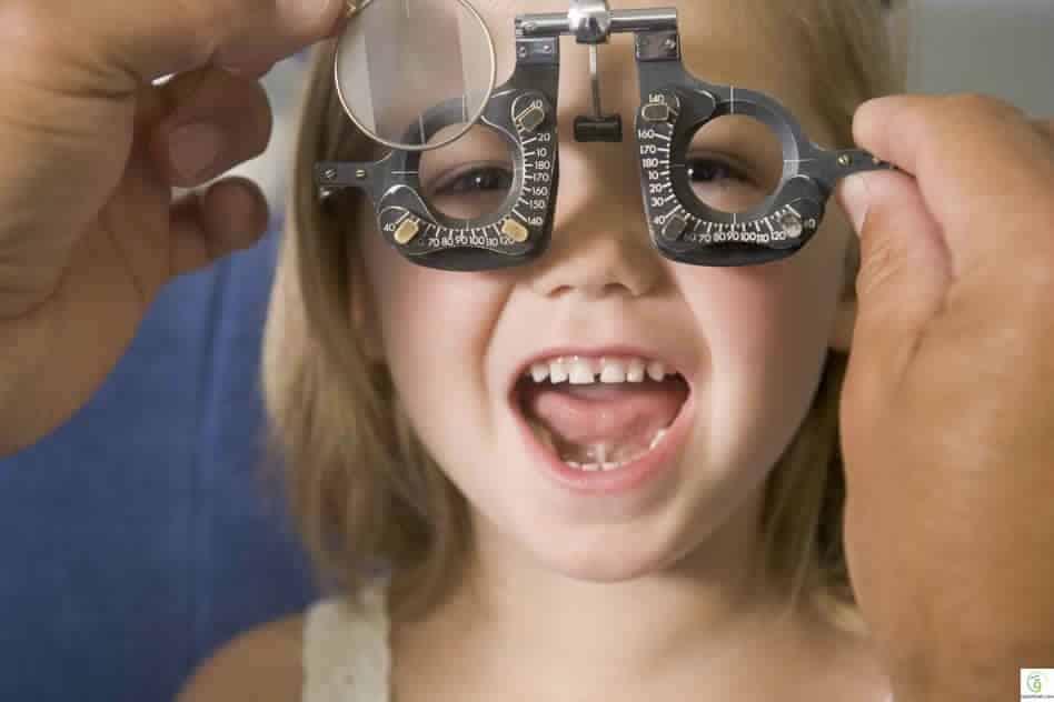 كيف يمكنك الحفاظ على نظر طفلك