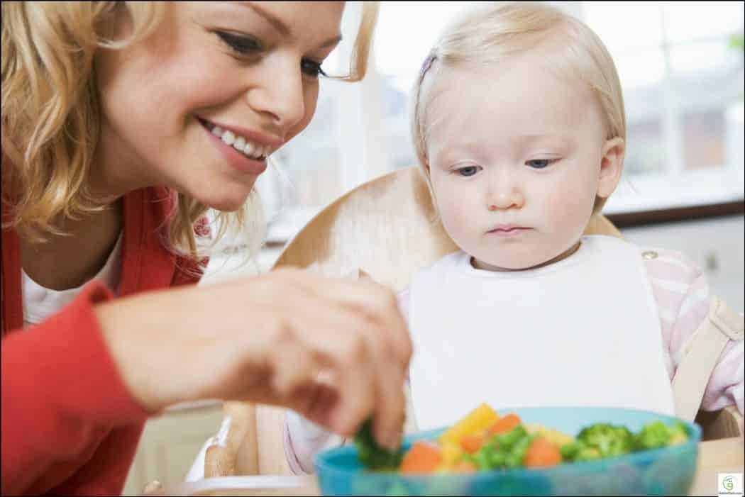 كيف تشجع طفلك على تناول الطعام دون عناد؟ 1