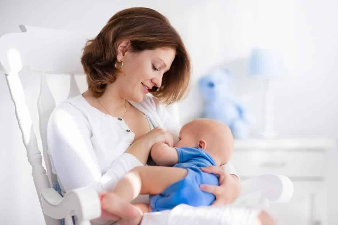 لبن الأم.. فوائد لا تعوض للرضاعة الطبيعية