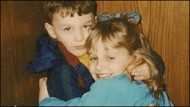 قصة طفلين التقيا أثناء العلاج من مرض نادر.. فكيف كافأهما القدر بعد 20 عاما؟ 1