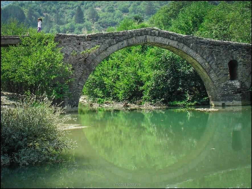 صور مذهلة.. ورحلة رائعة بين جسور اليونان القديمة