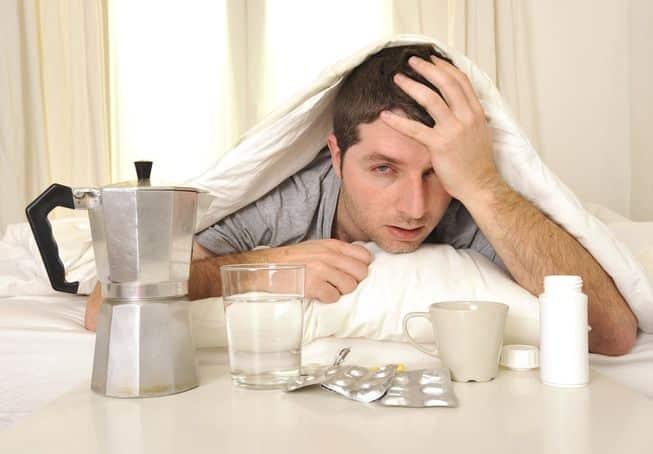 5 أسباب وراء صداع الصباح.. منها عادات يومية