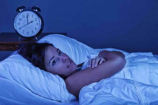5 أسباب وراء صداع الصباح.. منها عادات يومية 1