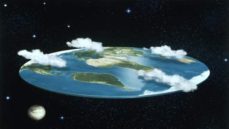 الأرض كروية أم مسطحة؟.. هل يعيش العالم أكذوبة كبرى منذ مئات السنين؟