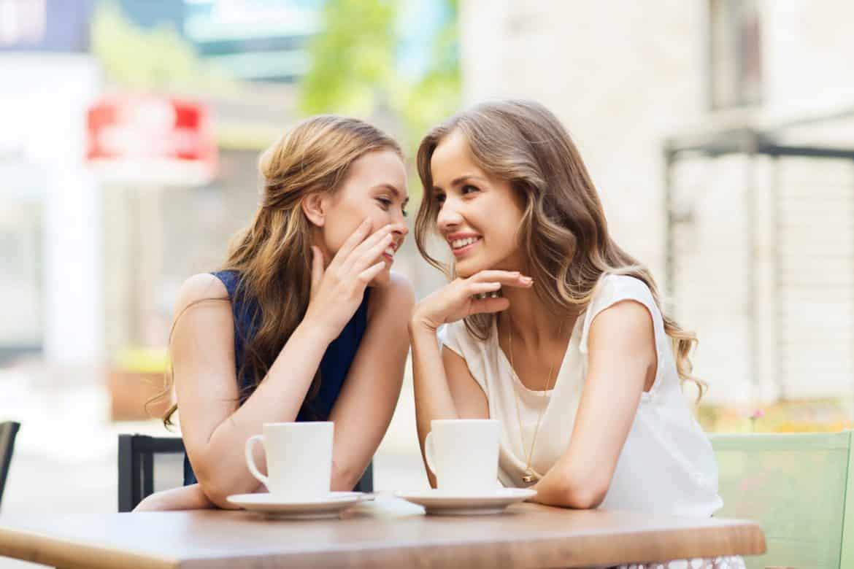 خمس ينبغي الحذر من صداقتهن