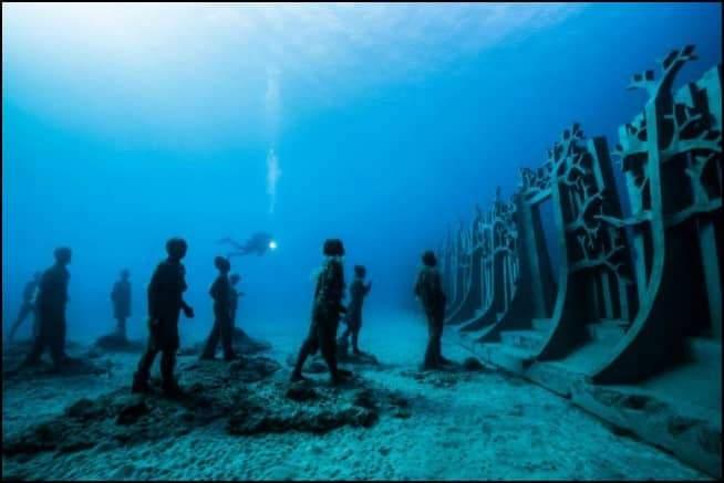 إبداع تحت المياه.. أروع التماثيل المنحوتة في أعماق المحيطات 1