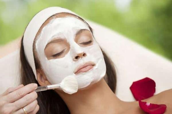 وصفات فعالة وطبيعية لتبييض الوجه في أسرع وقت