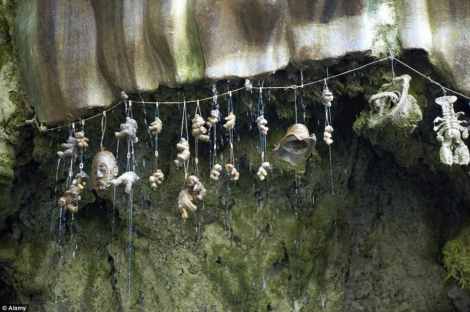 بئر يوركشاير المرعب يحول الأشياء لأحجار