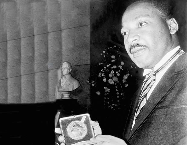 """مارتن لوثر كينج.. بطل دفع حياته ثمنا لـ""""حلم"""""""