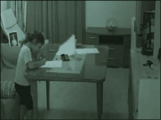 زرع كاميرات لمعرفة ما يخيف طفلته.. فماذا وجد ليثير هلعه؟ 3