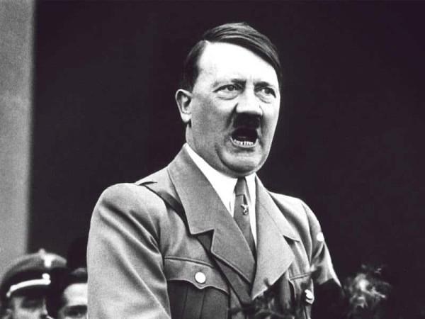 """يحب """"سنو وايت"""" ويخاف من القطط.. حقائق غريبة عن """"هتلر"""""""