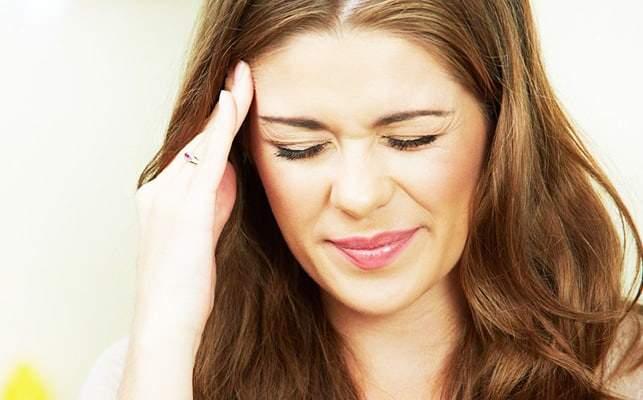 بطرق بسيطة.. علاج الصداع الهرموني لدى النساء