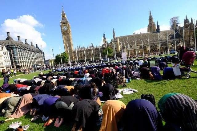 هل أغلقت لندن 500 كنيسة وشيدت 423 مسجدا؟