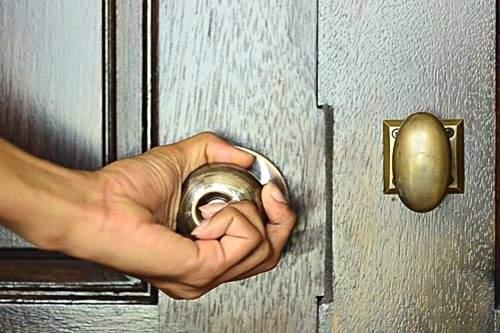 أماكن غير تقليدية لإخفاء المال في المنزل