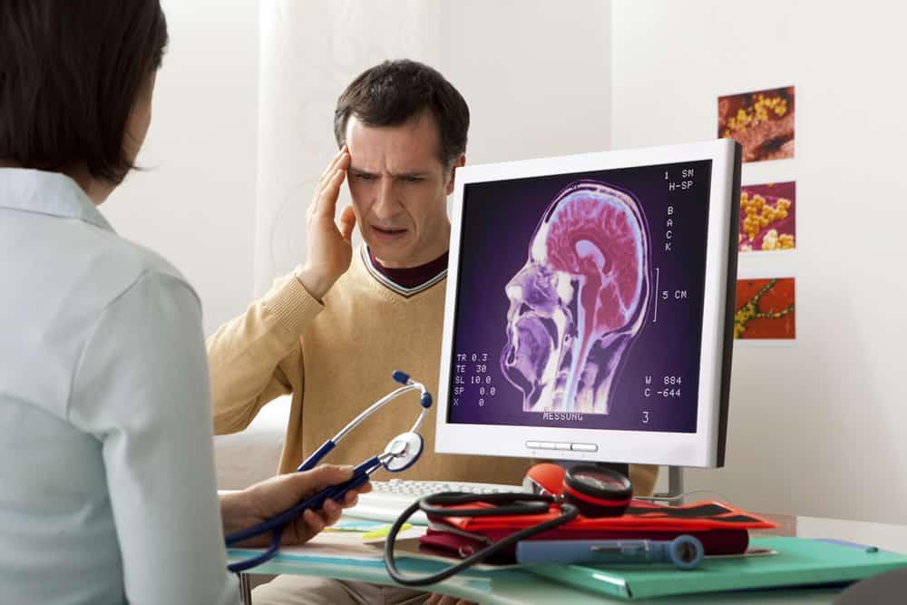 علامات تدل على حاجتك لزيارة طبيب المخ والأعصاب