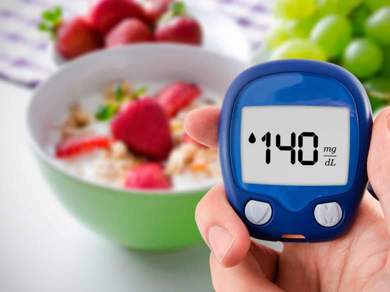طرق طبيعية وعلمية.. كيف نسيطر على نسبة السكر بالدم؟