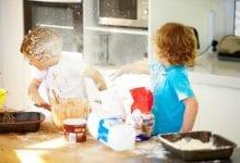 6 تصرفات تجعل طفلك شقيا
