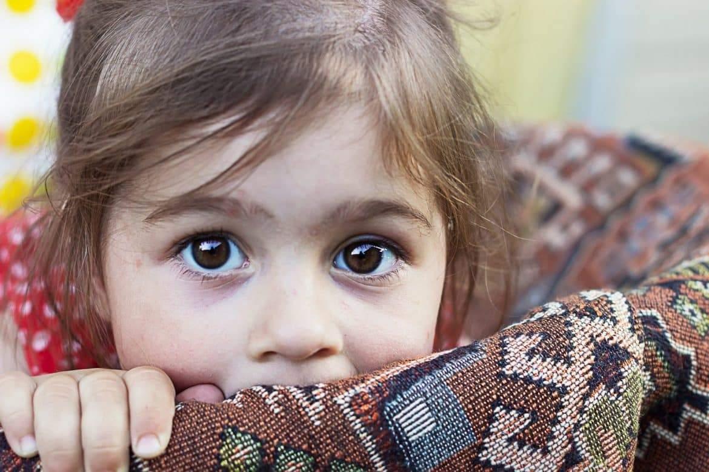 كيف نساعد الطفل على تخطي صدمة ما بعد الكارثة؟