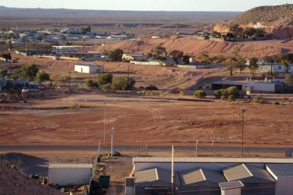 ماذا يفعل سكان مدينة كوبر بيدي الأسترالية تحت الأرض؟