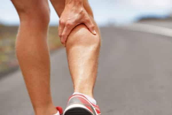تشنجات الساق المسائية.. سر الإصابة بها وكيفية علاجها
