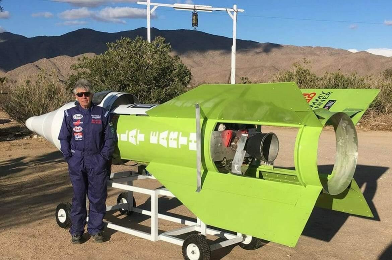 """الشائعات تقود """"المجنون"""" للتحليق بصاروخ لإثبات سطحية الأرض!"""
