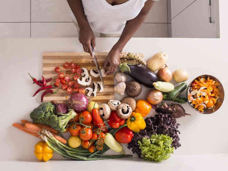 أكلات محببة.. يمكن تناولها دون الانتباه للوقت أو الكمية