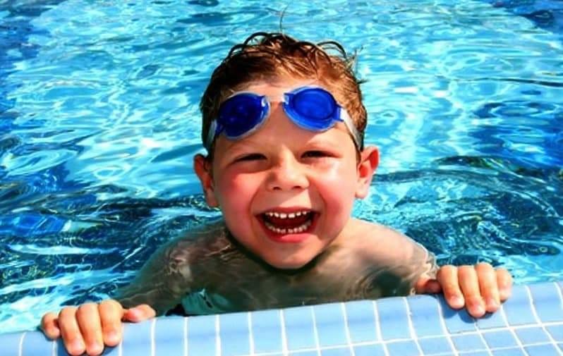 أذن السباح.. أعراض وأسباب وعلاجات طبيعية