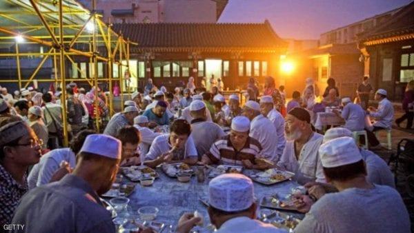 """""""باتشاي"""" في الصين.. الشاي والبطيخ على الإفطار وعادات لم تتغير"""