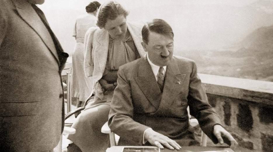 """إيفا براون.. الحب الذي قاد """"هتلر"""" إلى الجحيم!"""