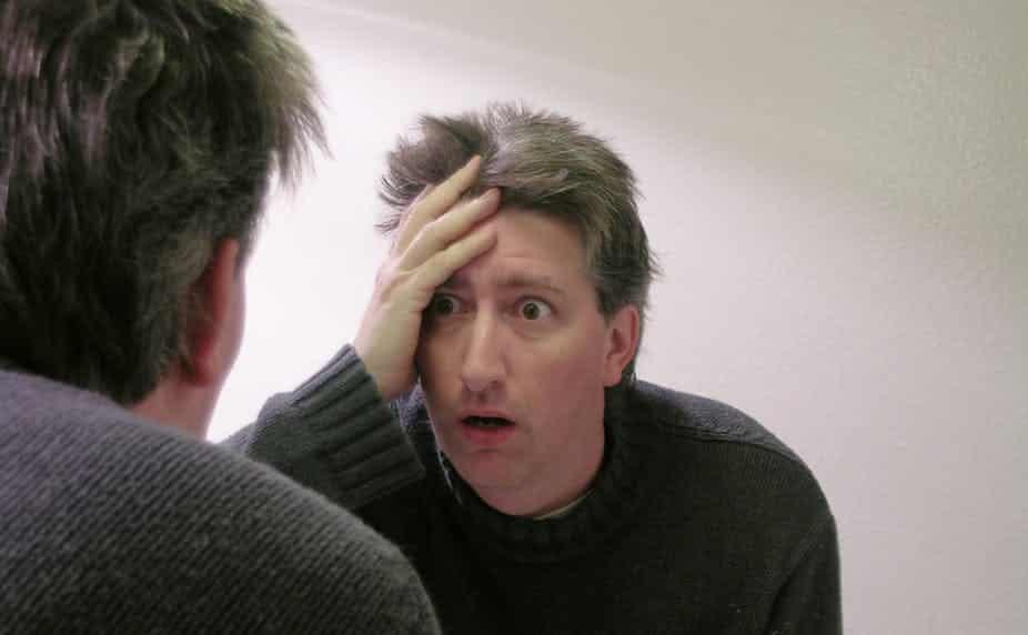 """""""متلازمة ماري أنطوانيت"""".. عندما يتحول لون الشعر للأبيض من الفزع"""