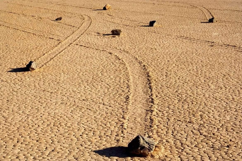 وأخيرا.. حل لغز الأحجار الحية في وادي الموت
