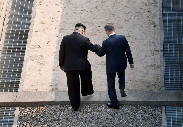 """رئيس كوريا الشمالية يعدم أحد الفاسدين على الهواء.. حقيقة أم """"فوتوشوب""""؟"""