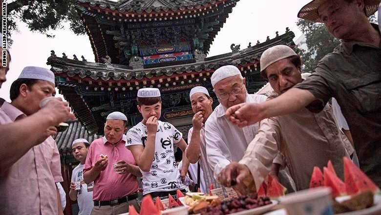 رمضان في الصين.. شاي وبطيخ للإفطار ولا مكان للهلال