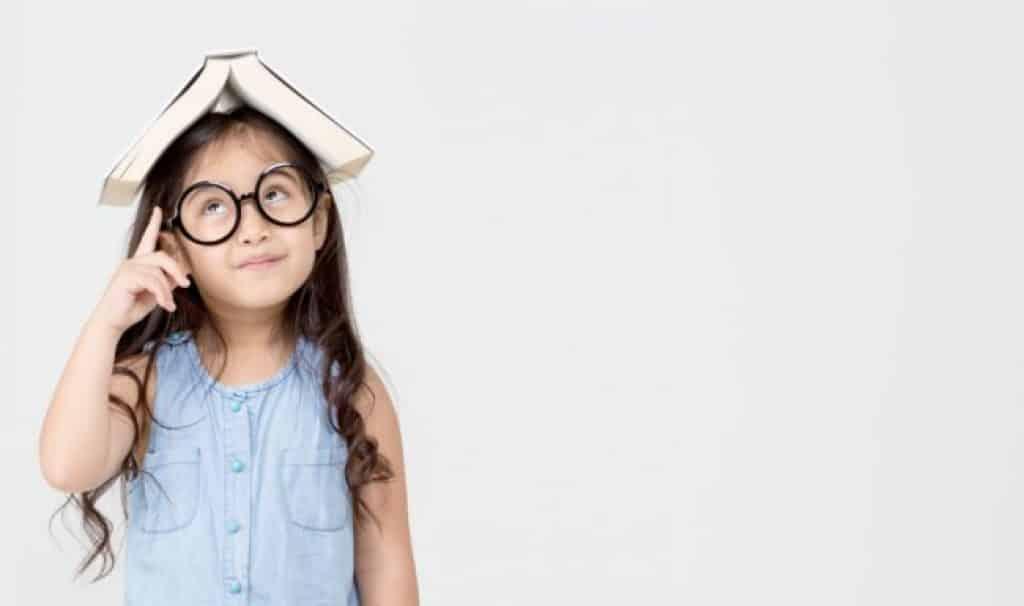 اللعب خارج المنزل.. علاج مذهل لمرض قصر النظر لدى الأطفال