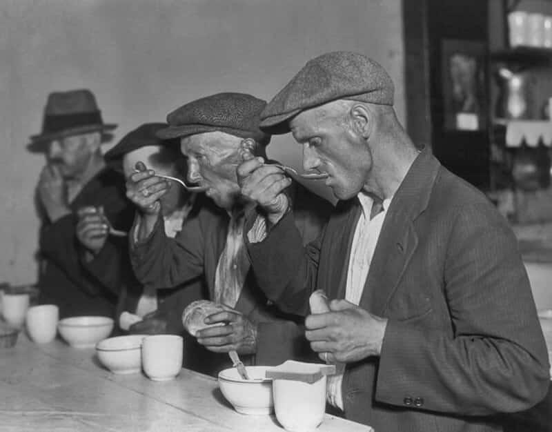 """كيف جمع """"آل كابوني"""" بين الثروة وحب الناس في فترة الكساد الكبير"""