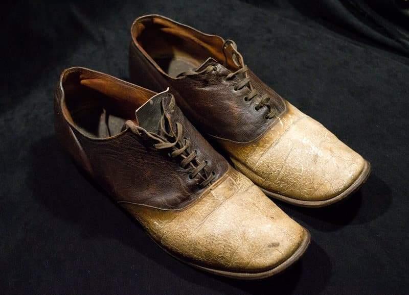 جزاء جرائمه.. صنعوا من جلد جورج باروت حذاء!