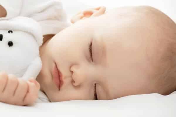نصائح تساعد على نوم طفلك الرضيع