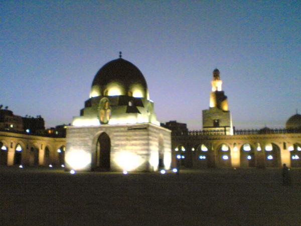 العلاقة المذهلة بين صلاة العيد وجامع أحمد بن طولون