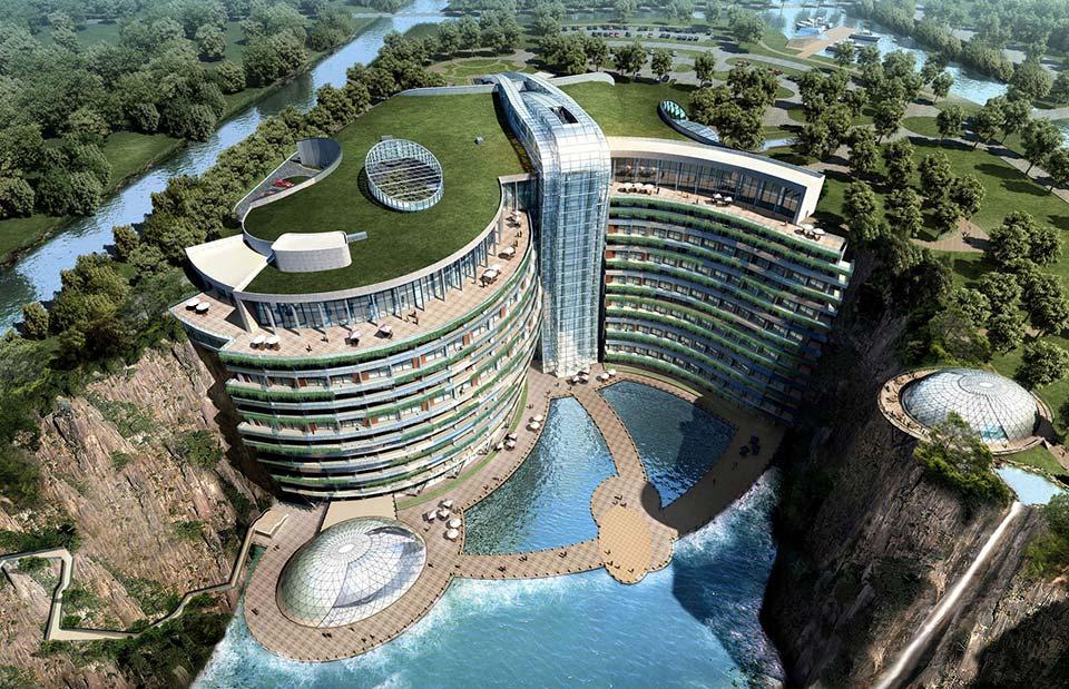 صنع في الصين.. فندق فاخر داخل حفرة عميقة!