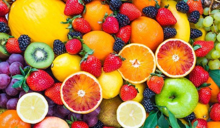 ماذا يحدث لو توقف الإنسان عن تناول جميع الأكلات ما عدا الفاكهة؟!