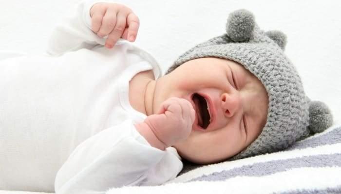 أسباب بكاء الطفل الرضيع.. وطرق تهدئته