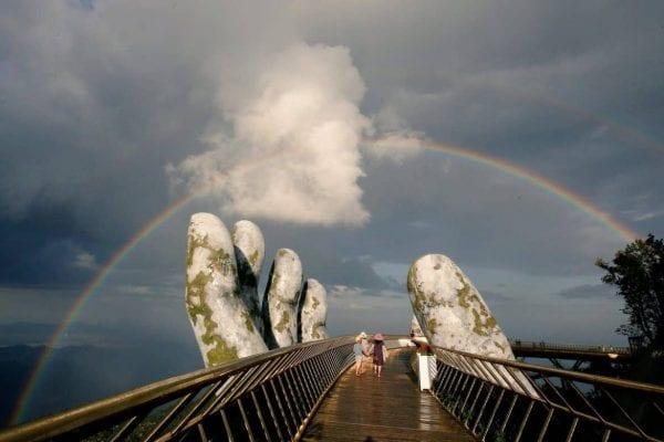 جسر فيتنام الذهبي.. ممر في السماء تحمله يد الأرض