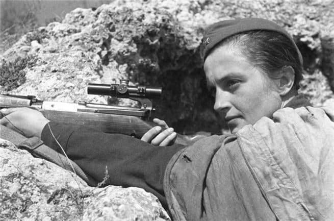 لودميلا.. قناصة شابة أنهت حياة 309 نازي في الحرب العالمية الثانية