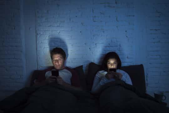 تشوهات جسدية يسببها الاستخدام المفرط للهواتف الذكية