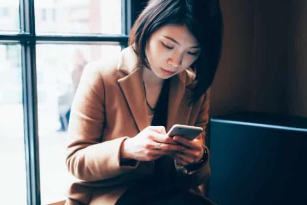 استخدام الهواتف الذكية يغير في شكل أجسادنا!